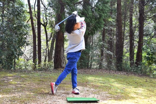 ジュニアゴルファーのスイング
